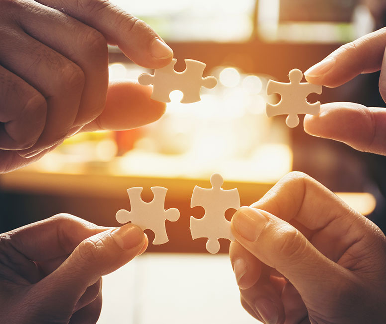 4 pieces of a jigsaw coming together highlighting how the Webtrends Optimize Strategic Partnership works